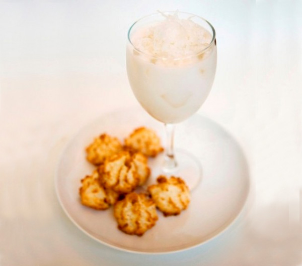 Toasted macaroon cocktail