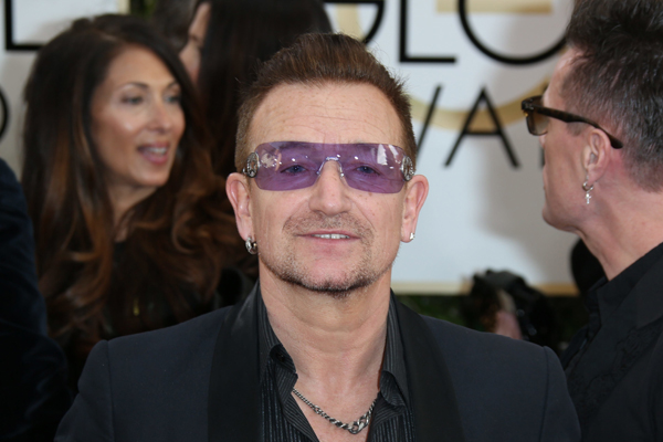 Bono avoids second odd kiss with Diddy
