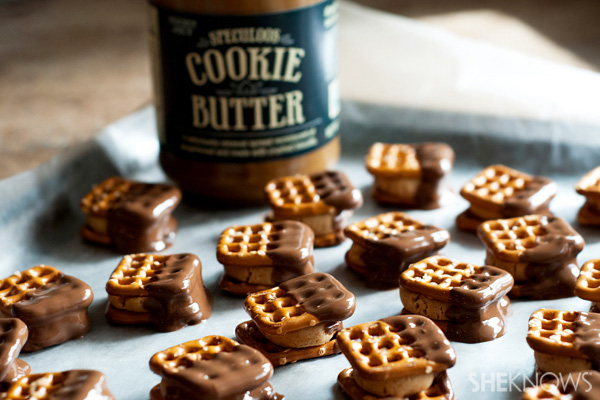 Cookie butter stuffed pretzel bites