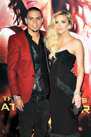"""Ashlee Simpson to marry her """"baby love"""""""