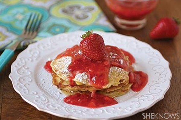 Oatmeal pancakes with strawberry sauce | Sheknows.com