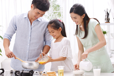 Family cooking together | Sheknows.com