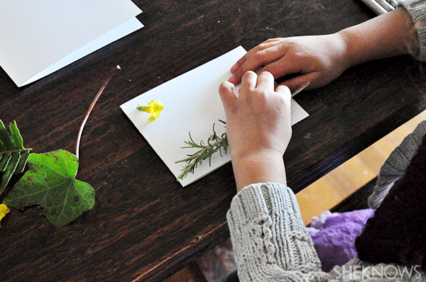 Greeting card with fresh flowers | Sheknows.com - child working