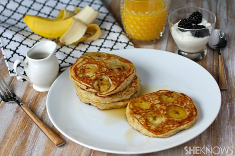 Banana-buttermilk and flaxseed pancakes | ChefMom.com