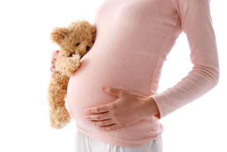 Pregnant woman with teddy | Sheknows.ca