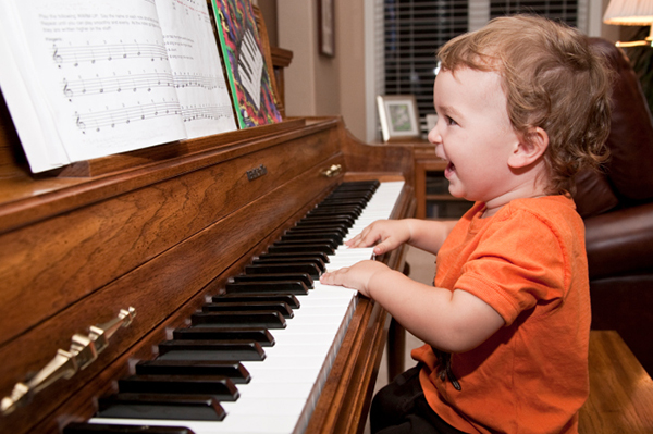 Toddler playing piano | Sheknows.com