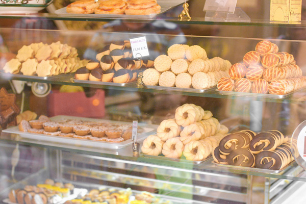 Valentines day dates that won't happen: Dessert tour