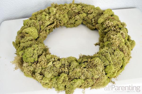 allParenting moss wreath step 3