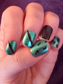 Nails: Amy Askin