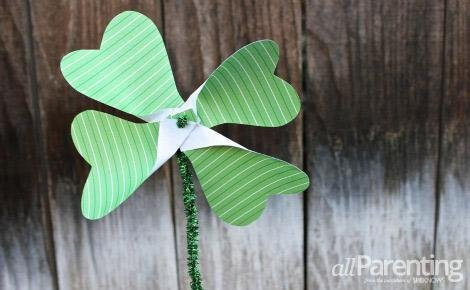 St Patrick's Day crafts- shamrock pinwheel