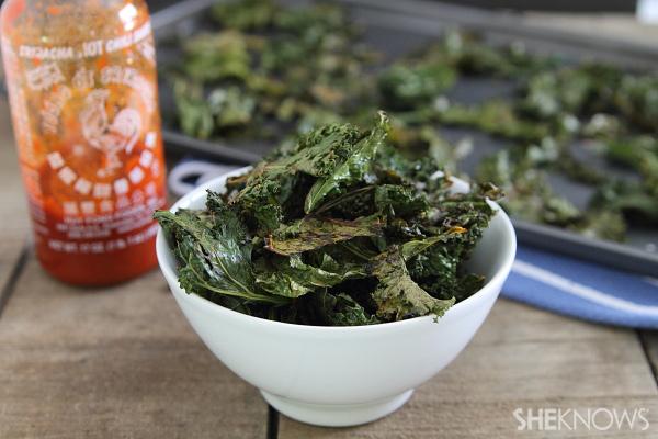 Sriracha kale chips