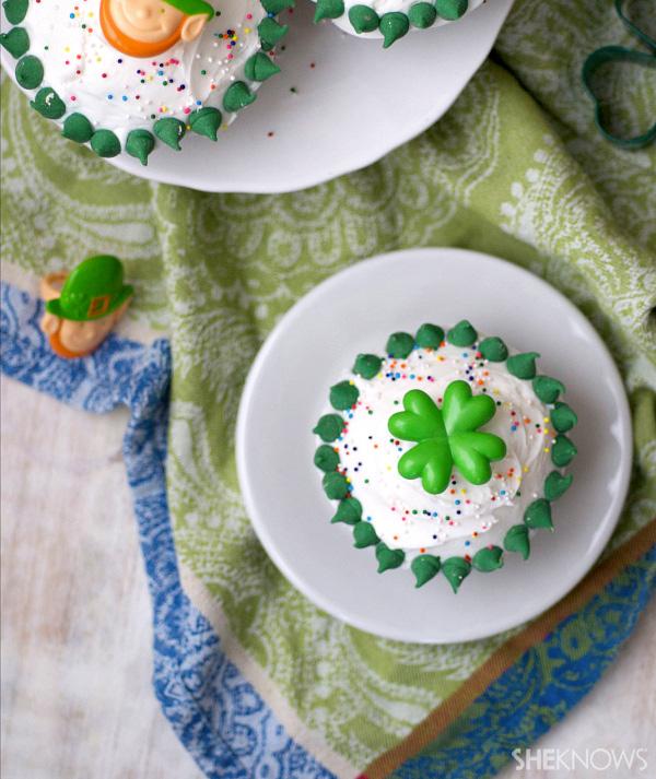 St. Paddy's peeakboo cupcakes