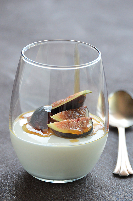 Yogurt mousse with honey & fresh figs