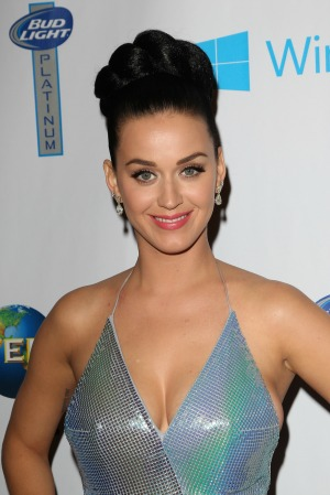 Katy Perry makes it rain stripper dollars!