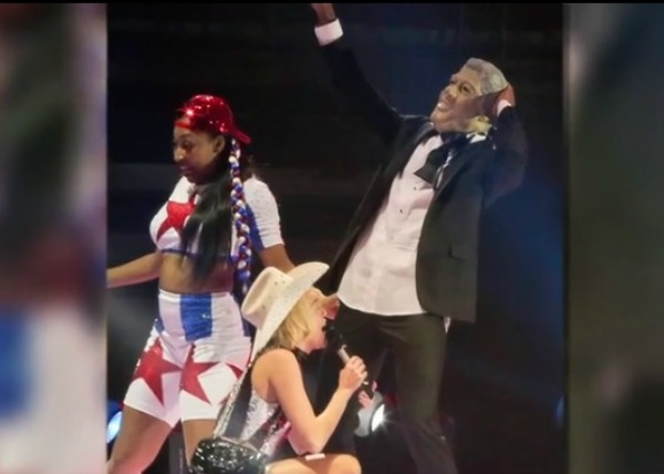 Bangerz tour Bill Clinton