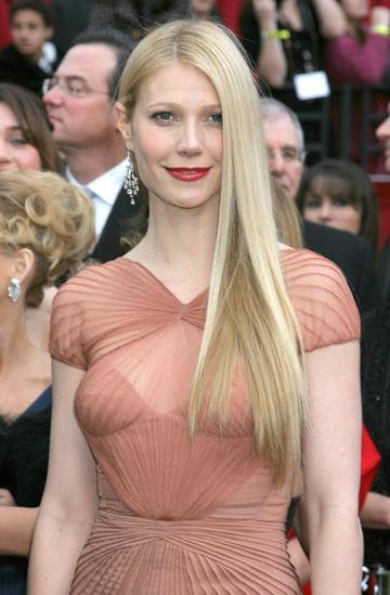 Gwyneth Paltrow at the 2007 Oscars