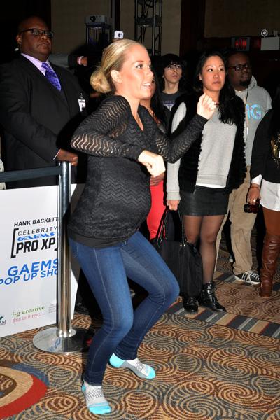 Pregnant Kendra Wilkinson dancing