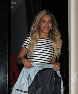 Beyoncéstripedshirt