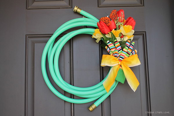 Graden hose wreath | Sheknows.com