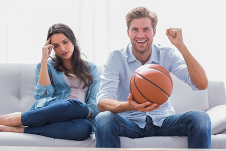 Bored woman and man watching sports | Sheknows.com