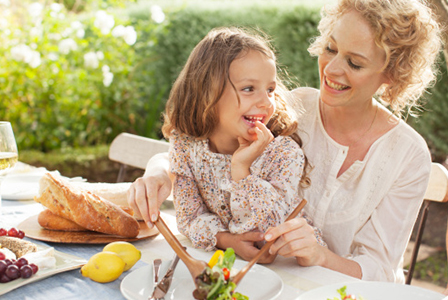 Mother and daughter eating | Sheknows.ca