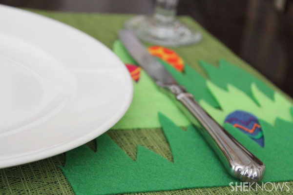 Easter egg placemat: hide-and-seek while eating an Easter Egg Breakfast