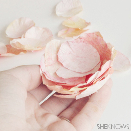 DIY Ranunculus flowers: Layer your petals