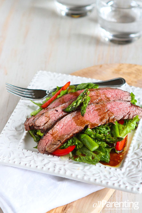 allParenting Grilled flank steak and asparagus salad