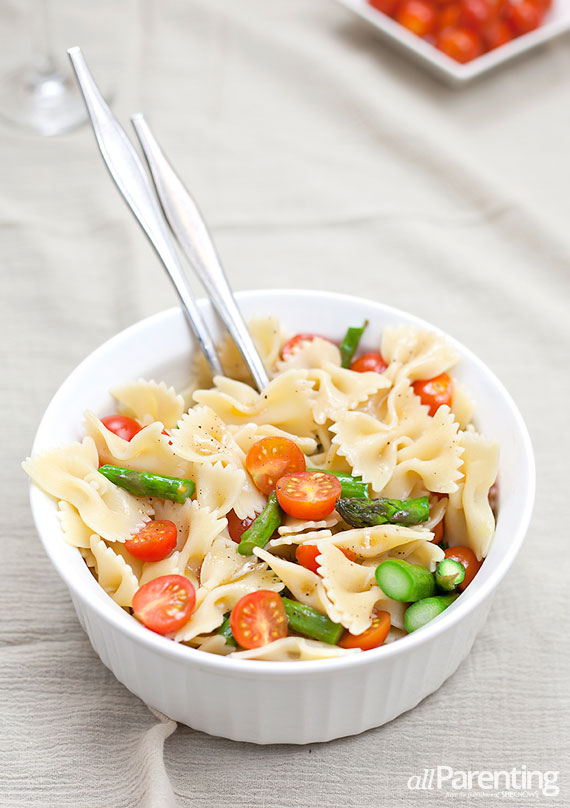 allParenting Pasta salad with cherry tomatoes and roasted asparagus