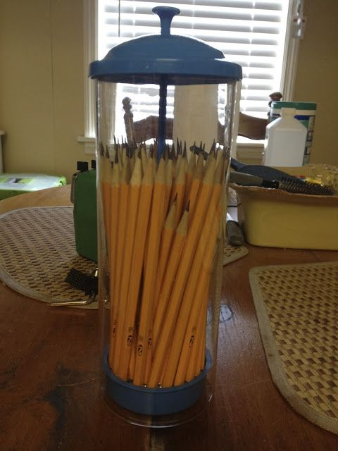 Upcycled: Straw dispenser pencil holder