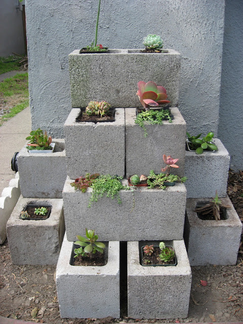 Cinder blocks flower pot planter | Sheknows.com