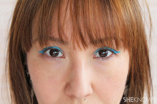 Tutorial: Cat eye makeup in teal