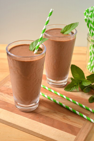 Healthful vegan mint chip smoothie