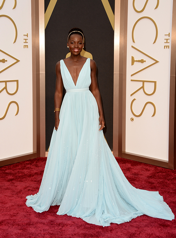 Jclovesbw blogspot likewise Vintage Bridal Look 10 besides Classic New York Vineyard Wedding in addition Lupita Nyongo Goes Bold In Baby Blue Prada furthermore Hair Color With Built In Highlights Photo. on oscar blandi hair wedding