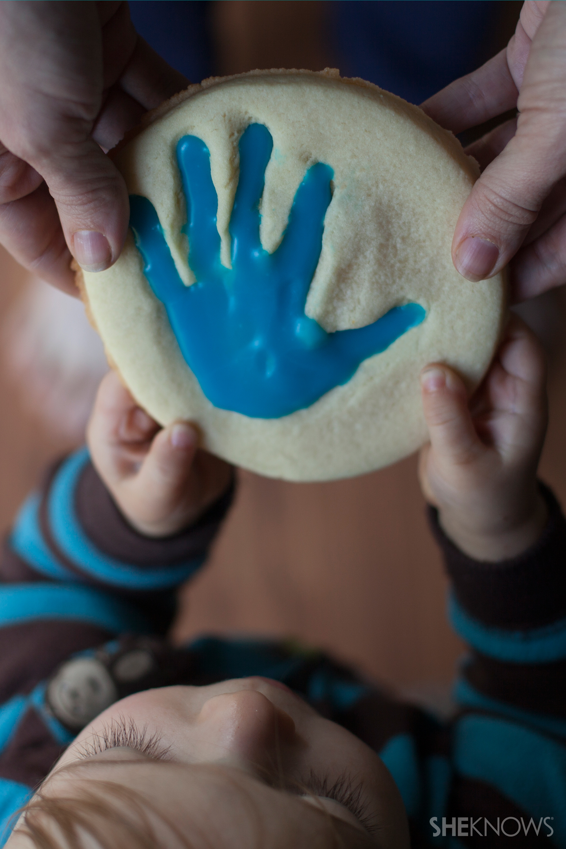 Child handprint cookie