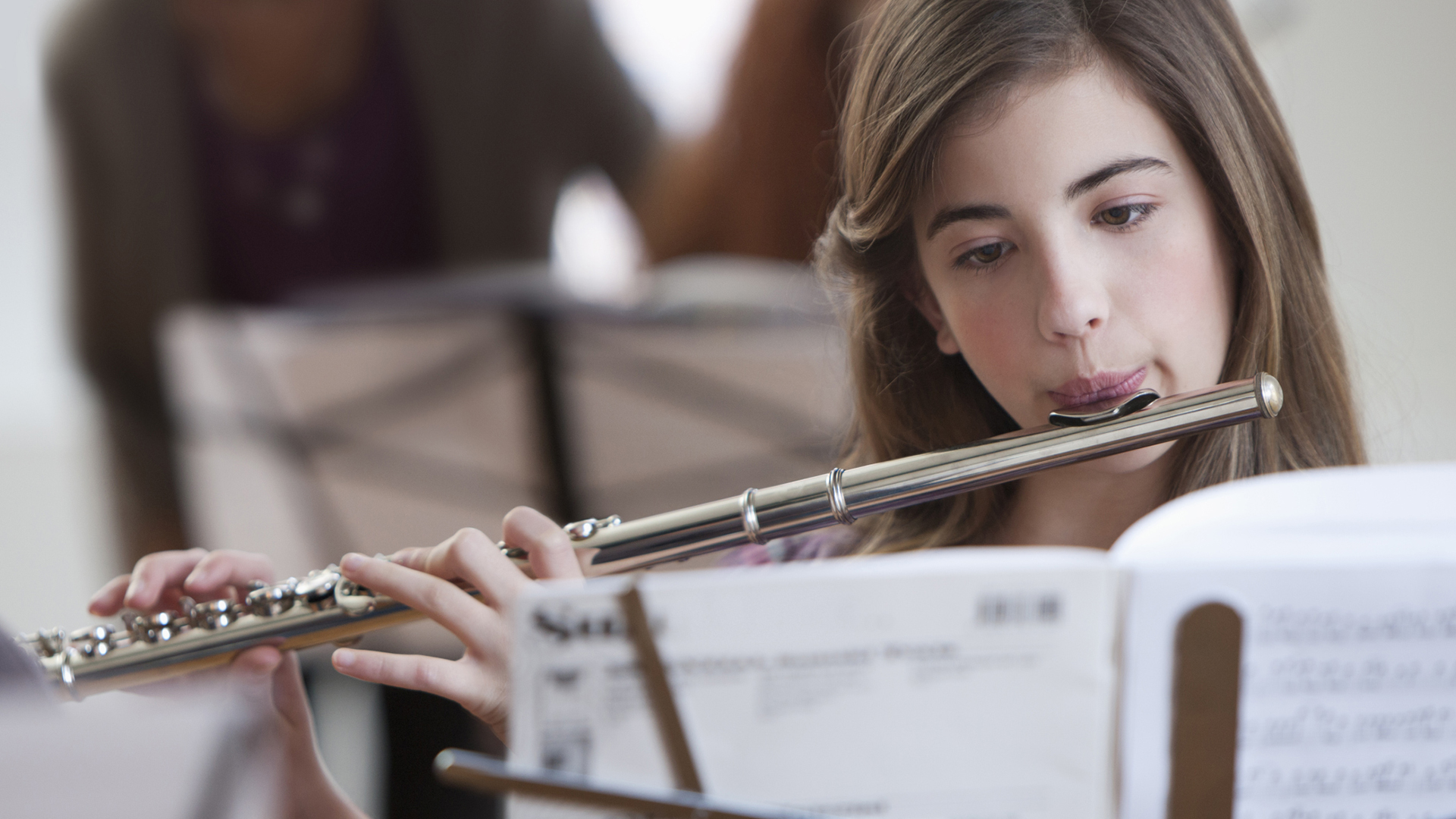 Girl learning to play the flute | Sheknows.com