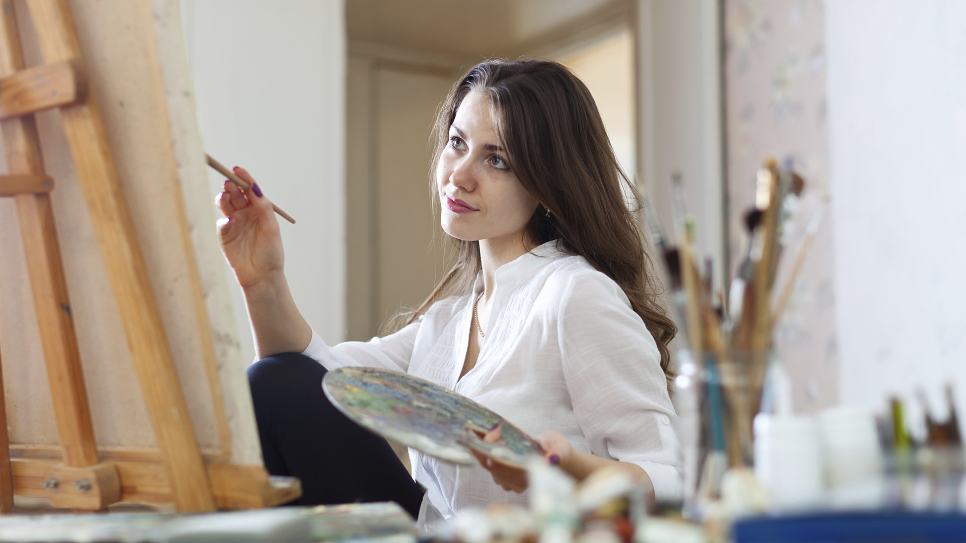 Woman painting on canvas | Sheknows.com