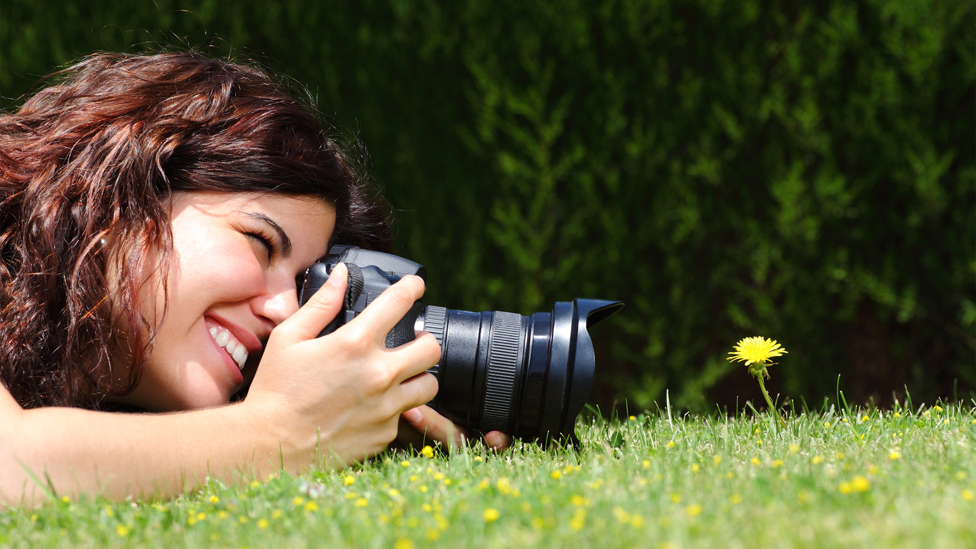 Woman taking photography | Sheknows.com