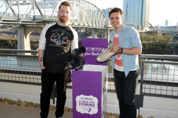 Idols giving back