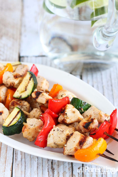 allParenting Grilled chicken & vegetable kabobs