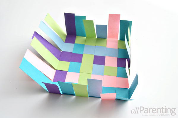 Basket Weaving Using Construction Paper : How to weave your own may day basket with the kids