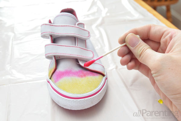 allParenting tie dye shoes step 4