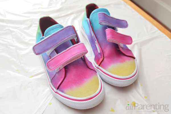 allParenting tie dye shoes step 5