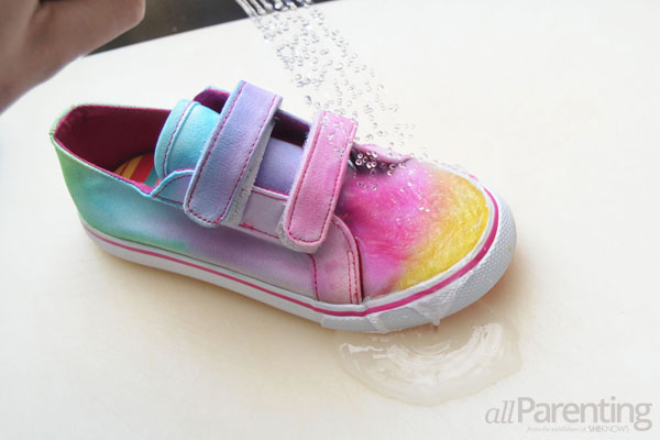 allParenting tie dye shoes step 6