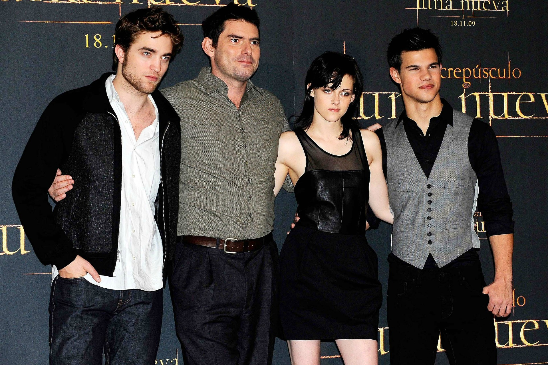 Director Chris Weitz with his Twilight cast.