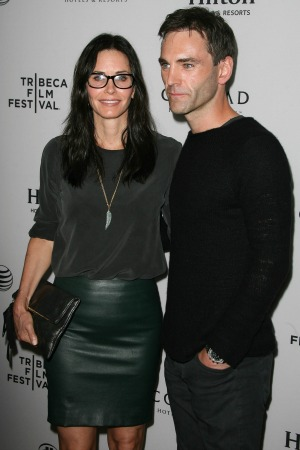 Cat S Out Of The Bag Courteney Cox Lives With New Boyfriend