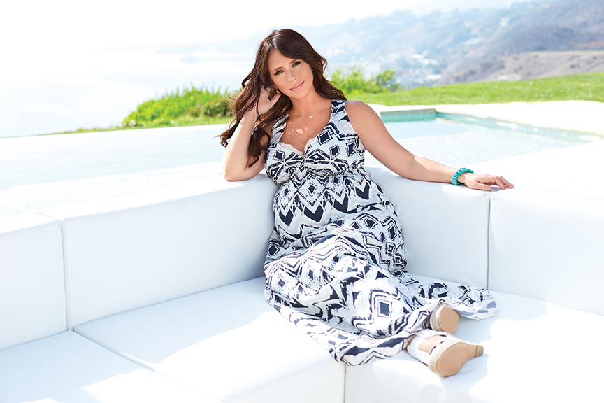 Jennifer Love Hewitt unveils her maternity clothing line for A Pea in the Pod