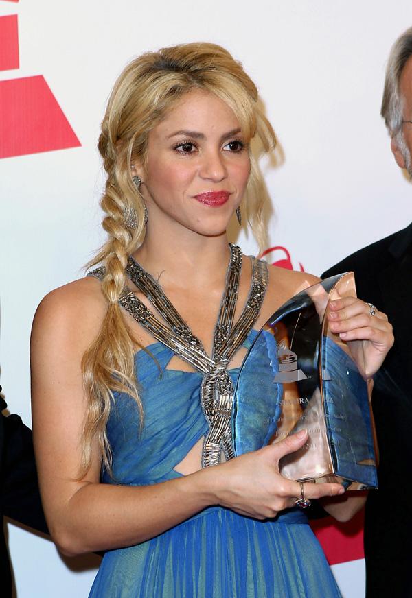 Shakira S Hair Has Us Flabbergasted