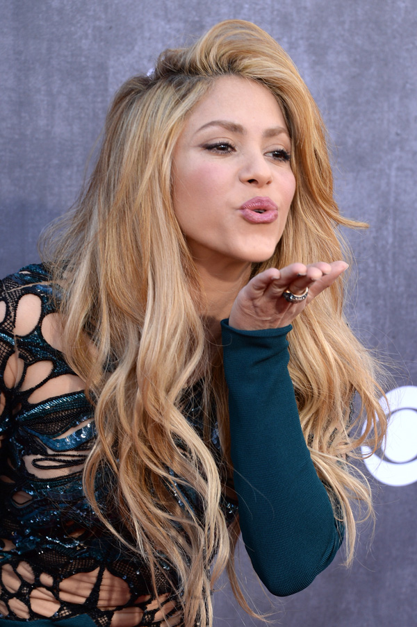 Shakira S Hair Has Us Flabbergasted
