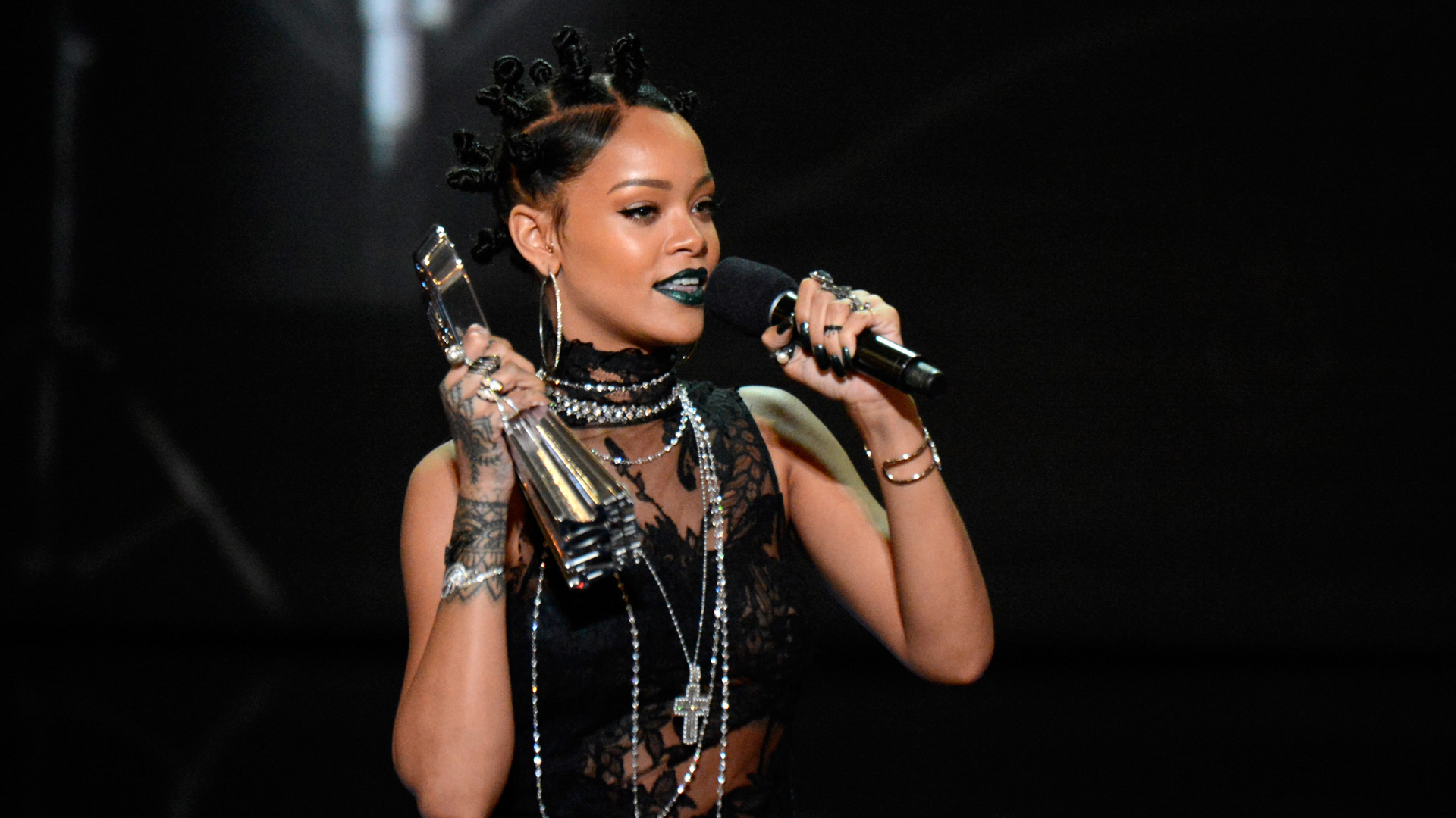 Rihanna at the 2014 iHeartRadio Music Awards